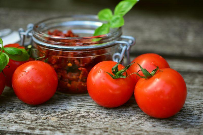 tomatoes-2500835_1280-800x533.jpg